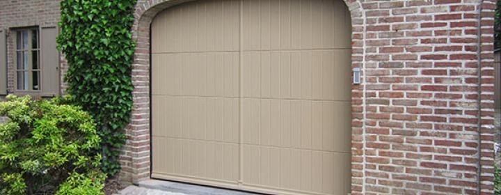 Van standaardpoort en houten garagepoort tot integratie for Porte garage arrondie